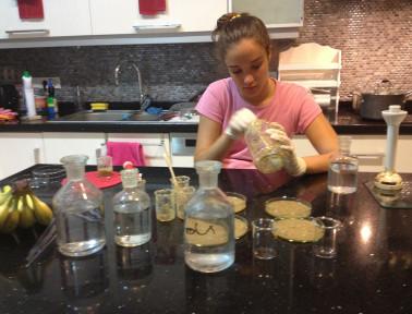 Istanbul Teen Creates Bioplastic From Bananas